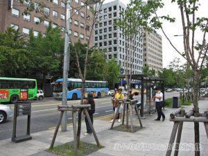 「KRX」(韓国証券先物取引所)のバス停1