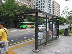 「KRX」(韓国証券先物取引所)のバス停2