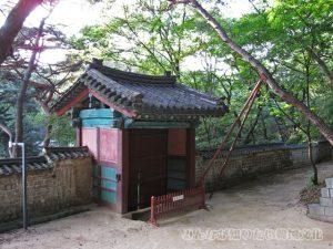 新璿源殿(シンソンウォンチョン)付近の門