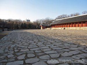 正殿(チョンジョン)前の石畳