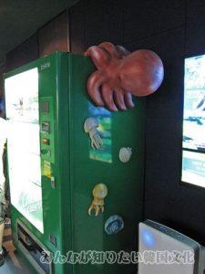 タコがくっついている自動販売機