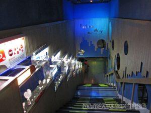 地下2階へ続く階段