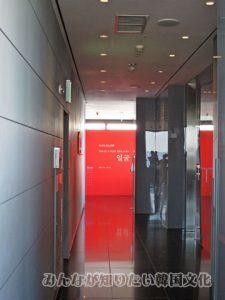 下りエレベーター
