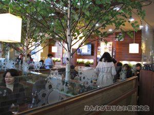 店内のテーブル席(4人)